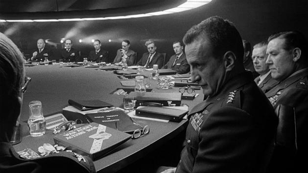 «Доктор Стрейнджлав, или Как я научился не волноваться и полюбил атомную бомбу»